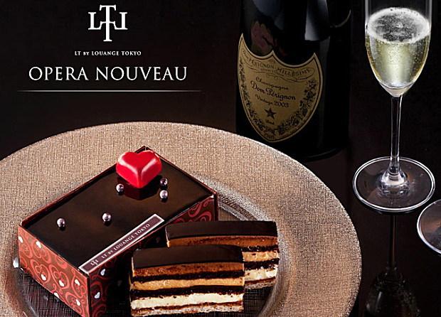 「パティスリーLT」のオペラは四角いシャープな形に赤いハートの飾りがきいたオシャレで高級感溢れるチョコレートケーキ